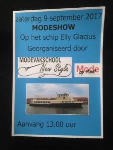 Zaterdag 9 september geeft Modevakschool New Style met haar leerlingen modeshows in het centrum van Zaandam. Het schip Elly Glacius zal naast het Zaantheater aanmeren. Graag nodigen wij jullie uit om ons tussen 13.00 uur en 15.30 een van onze modeshows bij te komen wonen.